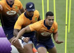 South Africa's Cheslin Kolbe does sprint work during a training session in Tokyo, Japan, Thursday, Oct. South Africa play Japan in a Rugby World Cup quarterfinal on Sunday Oct. (AP Photo/Mark Baker) looking back for Boks or Japan ahead of World Cup QFs Lost In Translation, Rugby World Cup, Rugby Players, Tokyo Japan, Going To Work, Looking Back, Lineup, South Africa
