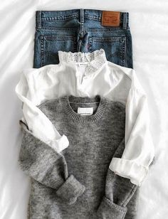 Jean + pull gris col rond + chemise blanche col haut à dentelle Jean + sweater gray round collar + white shirt high collar with lace Look Fashion, Fashion Outfits, Womens Fashion, Fall Fashion, Preppy Fashion, Trending Fashion, Fashion Trends, Looks Style, Style Me