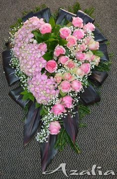 Funeral Flower Arrangements, Funeral Flowers, Floral Arrangements, Rose Flower Wallpaper, Funeral Memorial, Sympathy Flowers, Luxury Homes Dream Houses, Ikebana, Garden Projects