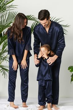 LILYSILK matching family pajamas are the perfect gift of the year and are a great way to wrap the ones you love in warmth. #silk #silkpajamas