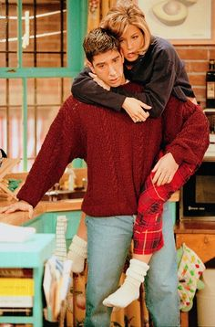 Friends - Episode publicity still of Jennifer Aniston & David Schwimmer Friends Tv Show, Friends 1994, Tv: Friends, Friends Leave, Friends Cast, Friends Moments, Friends Series, I Love My Friends, Friends Forever