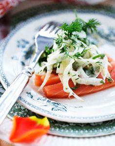 Lav en forårsbuffet med røgt laks som forret, hvor fiskens faste lyserøde kød kommer til sin ret.