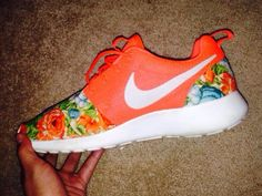 Nike Roshe Run Never wear white tennis shoes. If you're going to wear sneakers, wear some color. Nike Roshe Run Green