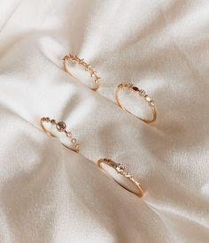 Moon Jewelry, Star Jewelry, Diamond Jewelry, Jewelry Necklaces, Shell Jewelry, Diy Jewelry, Jewelry Ideas, Jewellery Box, Jewellery Shops