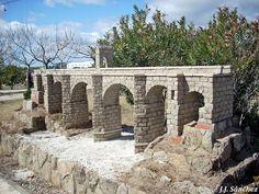 Puente romano de Alcántara. Bridge, Mansions, House Styles, Drawings, Francisco Pizarro, Parks, Projects, Mansion Houses, Bro