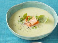 Basilikum-Spargel-Suppe mit Wildlachs ist ein Rezept mit frischen Zutaten aus der Kategorie Meerwasserfisch. Probieren Sie dieses und weitere Rezepte von EAT SMARTER!