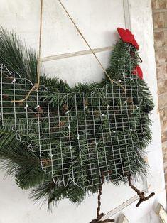 Christmas Tree Wreath, Christmas Holidays, Christmas Ornaments, Xmas, Country Christmas, Vintage Christmas, Christmas Projects, Holiday Crafts, Chicken Crafts