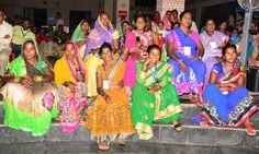 सांस्कृतिक संध्या कार्यक्रम में राजनांदगांव की संस्था स्वर धारा के लोक कलाकार श्री विष्णु कश्यप एवं साथियों ने मैया आज बिराजो मोर अंगना म गीत से शुरुआत करते हुए छत्तीसगढ़ी गीतों की प्रस्तुति दी. हमर छत्तीसगढ़ आवासीय परिसर उपरवारा में लोकमंच पर रंगारंग कार्यक्रम का कोरबा, कोरिया, रायगढ़ एवं जशपुर जिले के पंचायत प्रतिनिधियों ने आनन्द लिया. होली रंग के हवय तिहार, ए मोर करौंदा वो, मोला रहि रहि के मारे नजरिया आदि गीत सुनकर प्रतिनिधियों ने देर शाम तक कार्यक्रम का लुत्फ़ उठाया.