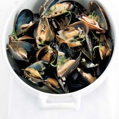 Moules à la bière Ricardo Recipe, Steamed Mussels, Mets, Fish And Seafood, Entrees, Spinach, Ale, Calais, Lunch