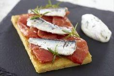 Recette de Bruschetta de panisse, sardines et tomates confites, chantilly de basilic.