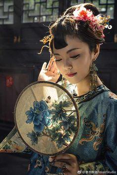Chinese Traditional Costume, Traditional Fashion, Traditional Dresses, Chinese Opera, Chinese Art, Hanfu, Cheongsam, Oriental Fashion, Asian Fashion