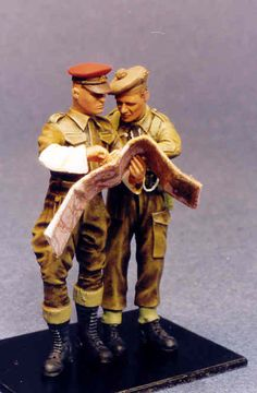 Maquette Resicast 35.5552 Motorcycle MP & officer looking over map