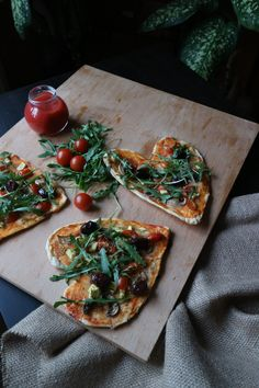 Heart shaped vegan pizza Vegan Pizza, Bruschetta, Vegetable Pizza, Vegetables, Heart, Ethnic Recipes, Food, Veggies, Vegetable Recipes