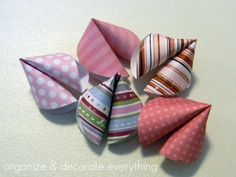 Paper fortune cookies...good tutorial, pretty easy and quick to do. Thicker paper works better. Better to use paper with color or design on both sides. Made them for a Valentine's Day dinner with friends - solid colors in shades of red and pink.