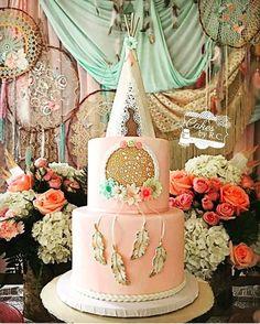 65 Ideas For Baby Shower Boho Bohemian Native American Wild One Birthday Party, Baby Birthday, Birthday Parties, Birthday Ideas, Lol Birthday Cake, Girls 3rd Birthday, Baby Shower Boho, Dream Catcher Cake, Dream Catchers