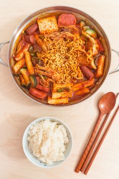 (korean army stew)You can find Korean recipes and more on our website.budae jjigae (korean army stew)budae jjigae (korean army stew)You can find Korean recipes and more on our website. South Korean Food, Korean Street Food, Best Korean Food, Think Food, Love Food, Eat This, Korean Dishes, Food Goals, Aesthetic Food