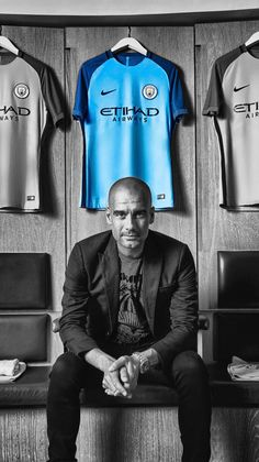 The Spanish strategist Pep Guardiola managed to win the Premier League and the FA Cup for . Manchester City Logo, Manchester City Wallpaper, Pep Guardiola, Premier League, Barcelona E Real Madrid, Cristiano Ronaldo, Football Is Life, European Football, Fa Cup