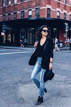 Nuestro look del día, by Annabelle Fleur... Una americana de color negro siempre añade elegancia a cualquier estilo, incluso combinado con jeans de color azul...