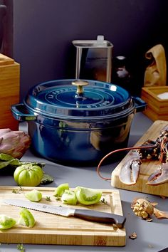 Staub Cookware, Cast Iron Cookware, Kitchen Hacks, New Kitchen, Kitchen Decor, Cocotte Staub, Tapas, Herd, Le Creuset