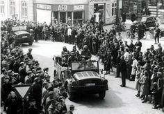 Billede database: Tyske soldater rykker over krydset mellem Sct. Mathias Gade og Dumpen ca. 20 minutter efter indmarchen den 9. april 1940.