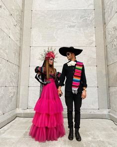 Disfarces Halloween, Mexican Halloween Costume, Bonnie And Clyde Halloween Costume, Scary Couples Halloween Costumes, Halloween Inspo, Halloween Makeup Looks, Halloween Party Decor, Halloween Outfits, Costumes For Women