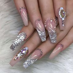 ✨ : Picture and Nail Design by •• @yazzy_nails •• Follow @yazzy_nails for more gorgeous nail art designs!