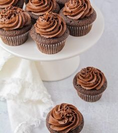 You searched for Chocolate cupcakes - Lil' Luna Marshmallow Frosting, Chocolate Buttercream Frosting, Frosting Tips, Cupcake Frosting, Homemade Chocolate Cupcakes, Drop Cake, Salted Caramel Popcorn, Round Cakes, Cake Toppings