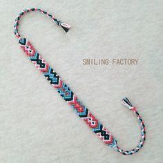 Doppelrautenmuster Misanga / pi × bl × wh × gr × bk - a c c e s s o r i e s - Diy Bracelets With String, Diy Bracelets Easy, Thread Bracelets, Summer Bracelets, Bracelet Crafts, Ankle Bracelets, Bracelets For Men, Beaded Bracelets, Embroidery Bracelets