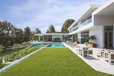 Home on Holmby Hills by Quinn Architects (8)