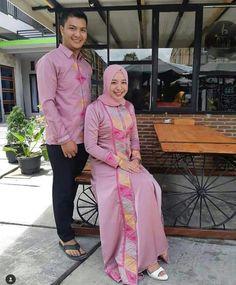 baju couple Batik Kebaya, Batik Dress, Muslim Dress, Hijab Dress, Muslim Fashion, Hijab Fashion, Kebaya Modern Hijab, Samoan Dress, Simple Long Dress