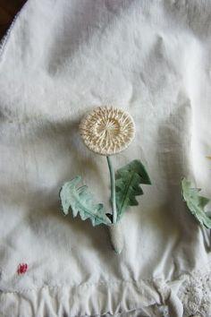 Somehana Mano ☆ 染め花作家のManoさんが、わたしの糸ボタンを使って作られたブローチ。