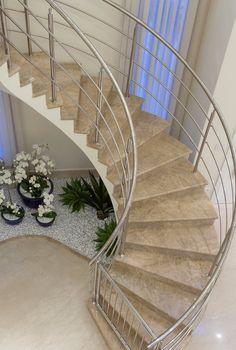 Jardim embaixo da escada - veja modelos com plantas artificiais e naturais! - Decor Salteado - Blog de Decoração e Arquitetura