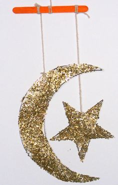 A Crafty Arab: 99 Creative Moon Projects - Star and crescent moon mobile Eid DIY tutorial. Great for use in Ramadan decor. Eid Crafts, Ramadan Crafts, Ramadan Decorations, Holiday Crafts, Toddler Crafts, Preschool Crafts, Crafts For Kids, Craft Kids, Ramadan Activities