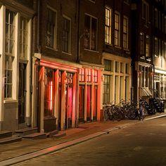 El Barrio Rojo de Amsterdam, Viajero Turismo  http://go.shr.lc/29VfFze ¿quieres conocer este lugar mítico? #turismo #viajes