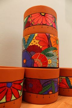 Painted Clay Pots, Painted Flower Pots, Hand Painted, Funky Painted Furniture, Ceramic Boxes, Pinterest Crafts, Arts And Crafts, Diy Crafts, Pebble Painting