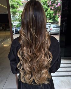 Trendy Hair Balayage Caramel Long, You can collect images you discovered organize them, add your own ideas to your collections and share with other people. Long Layered Hair, Long Hair Cuts, Wavy Hair, Dyed Hair, Cabelo Ombre Hair, Balayage Hair, Hair Highlights, Caramel Highlights, Pretty Hairstyles