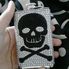 skull flask heck yes Bling Bottles, Sparklers, Flask, Skulls, Addiction, Gothic, Fashion Accessories, Stones, Pearls