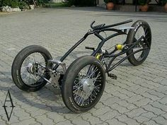Trike, someone could put a little 50 to engine on that and have some real fun. Trike Bicycle, Recumbent Bicycle, Cruiser Bicycle, Cargo Bike, Motorcycle Bike, Cool Bicycles, Cool Bikes, E Quad, Motos Retro