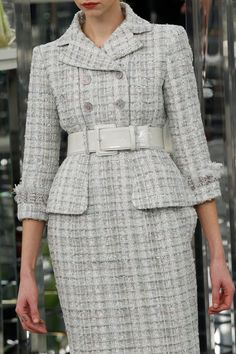 Chanel Spring 2017 Couture Accessories Photos - Vogue