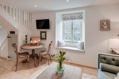 Tamar Valley luxury self-catering riverside cottage in East Cornwall. A romantic cottage for lovebirds looking for some peace and quiet Style At Home, Beautiful Interior Design, Beautiful Interiors, Cottage Living, Cottage Homes, Shabby, Living Room Decor, Living Spaces, Small Living
