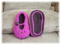 wabakiviolet02 Crochet Diy, Crochet Baby Booties, Irish Crochet, Easy Knitting, Espadrilles, Girly, Couture, Sewing, Bonnets