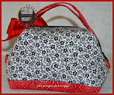Neceser oriental rojo flores negras. Detalle parte de atras pilicose.blogspot.com.es