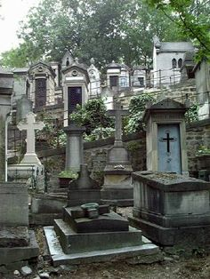 Père Lachaise is the best known of Paris' old cemeteries. Jim Morrison is buried here, along with Chopin, Maria Callas, Balzac, Oscar Wilde. A must see while in Paris. Cemetery Statues, Cemetery Headstones, Old Cemeteries, Cemetery Art, Angel Statues, Graveyards, Paris France, La Danse Macabre, Pere Lachaise Cemetery