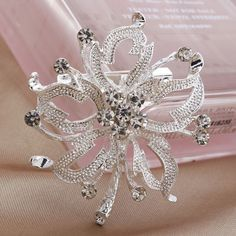 Women Shining Exquisite Silver Rhinestone Flower Wedding Party Brooch