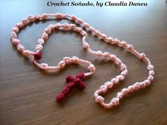 There are thousand ways of praying. Crocheting is just one. Here you´ll find a beautiful rosary, for Christmas, Easter, and all year long! If you look attent. Bobble Crochet, Crochet Cross, Thread Crochet, Love Crochet, Crochet Gifts, Diy Crochet, Crochet Shrugs, Crochet Classes, Crochet Videos