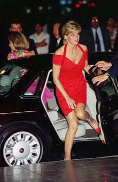 November 24, 1995: Diana, Princess of Wales attending a dinner hosted by Alpi [association For The Struggle Against Infant Paralysis].