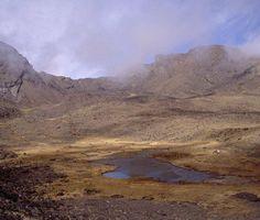 Laguna Hondera desde la Cuerda del Resuello, Sierra Nevada, España.