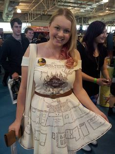 a dress printed with the marauders map from harry potter, so it's harry potter cosplay without dressing like harry potter Harry Potter Kleidung, Fandom Fashion, Harry Potter Love, The Marauders, Geek Chic, Look Cool, Cosplay Costumes, Halloween Costumes, Buy Cosplay