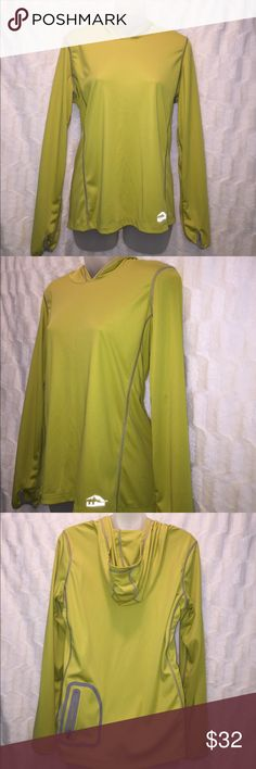 L.L. Bean Women's hoodie This hoodie has been worn but is in excellent condition. It is very lightweight and can be worn for everyday wear or hiking. It has a zipper pocket on the back left side. A size Medium (misses). L.L. Bean Tops Sweatshirts & Hoodies