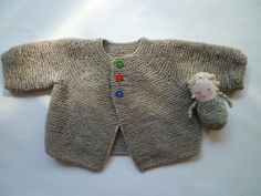 NEW IN THE I knitted this beautiful seamless baby cardigan in my smoke and pet free home for baby boys and baby girls of 3-6 months.  The color is a